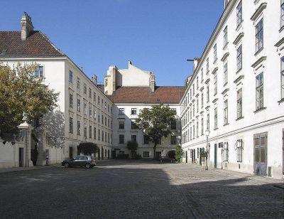 Heiligenkreuzerhof - Außenansicht