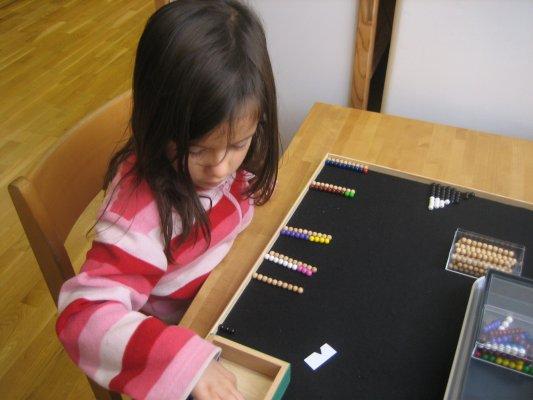 Schlangenspiel zur Addition - Ziele:  Addieren durch Zählen,  Addieren von Einern, Ergänzen zu 10, Zerlegen der Zahlen 2-9