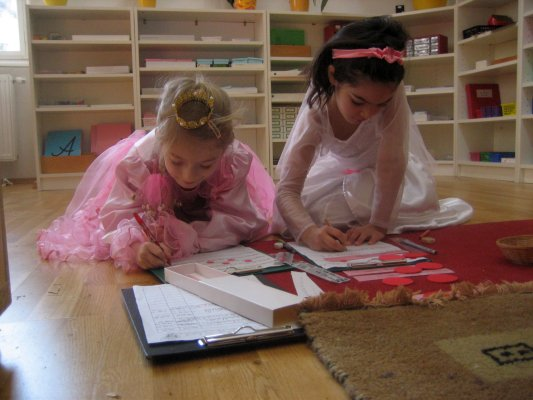 Eine Prinzessin und eine Braut auf der Suche nach dem Prädikat.