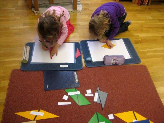 Geometrie - Konstruktive Dreiecke - Ziele: Erkenntnis, dass aus zwei Dreiecken mit wenigstens jeweils einer gleich langen Seite ein Viereck gebaut werden kann, Erkennen gleicher Figuren, Wiederholung der Namen der verschiedenen Vierecke, Vorbereitung auf Geometrie