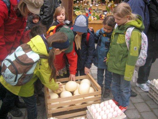 """Ostermarkt - Vorbereitung für die """"Osterschmuckwerkstatt"""
